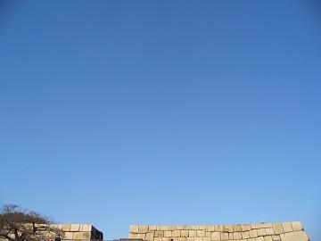 青空に天守台。