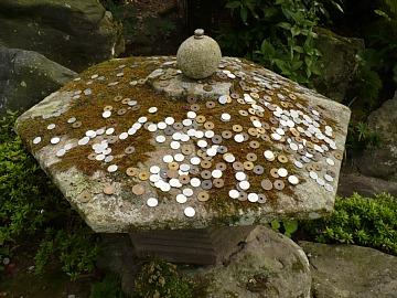Coins_on_the_tourou