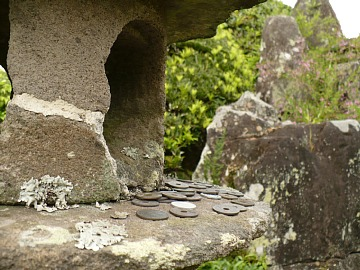 Coins_on_the_tourou2