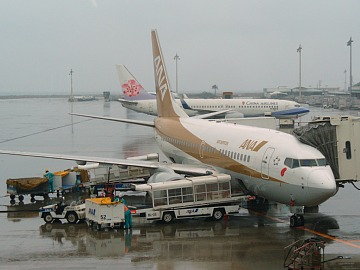 Gold_airplane